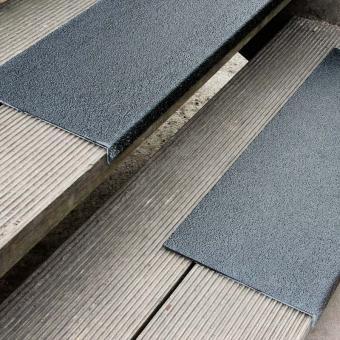 Antirutschkantenprofil GFK Medium schwarz 230x800x30mm