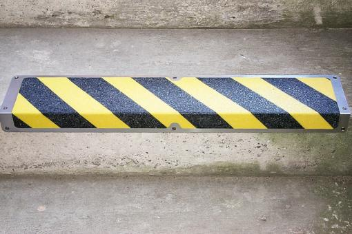 Antirutschkantenprofil Aluminium Warnmarkierung schwarz/gelb 120x1000x45mm